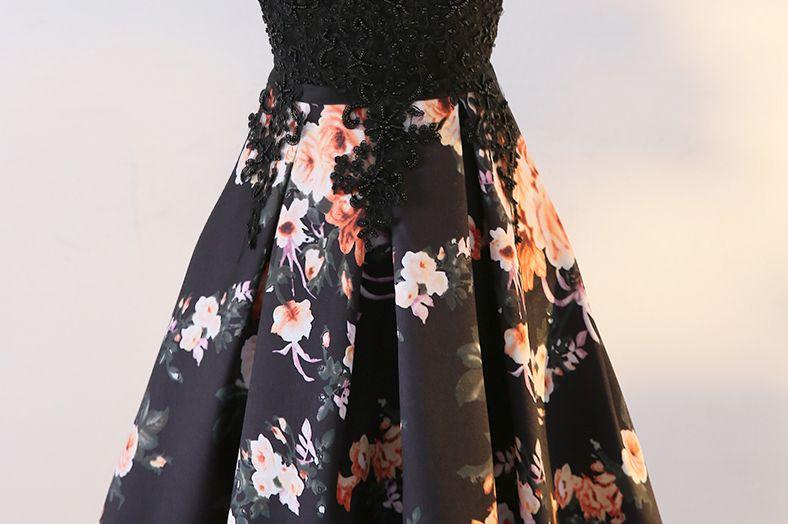 e2f077fc6b6c Sofia plesové šaty vzorované s květy s krajkou - plesové šaty ...
